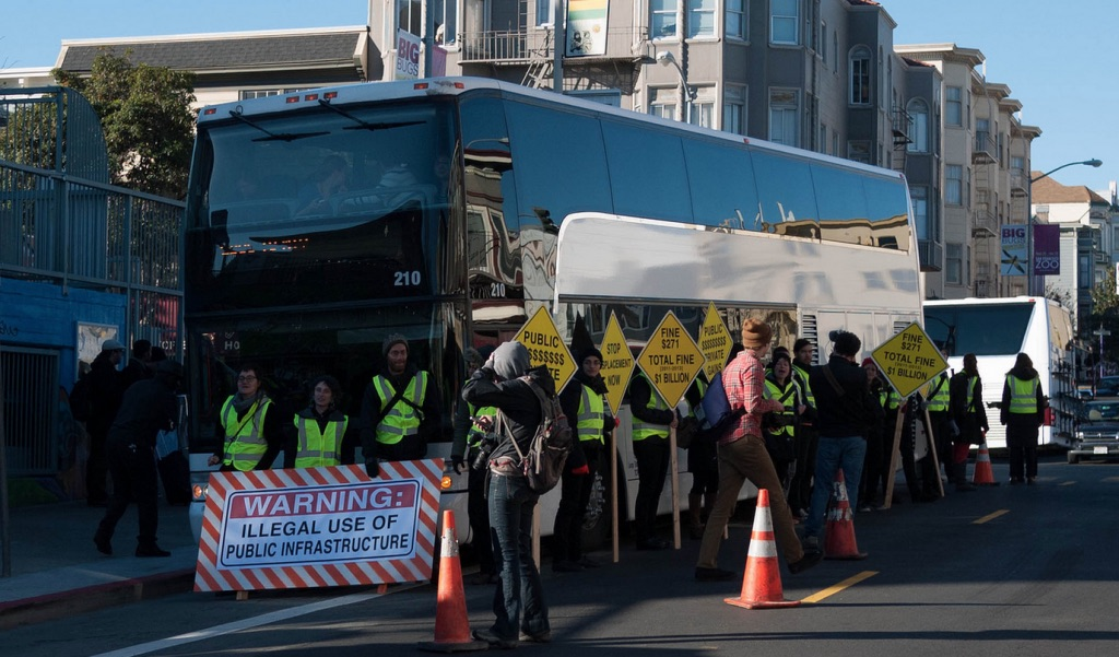 protesters block Google bus
